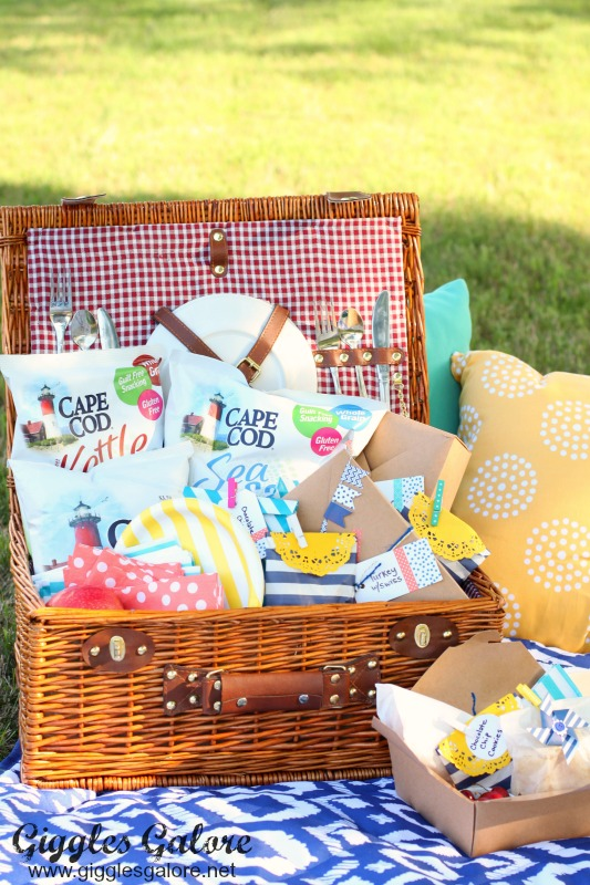 Style Tips For Packing The Perfect Picnic Medium