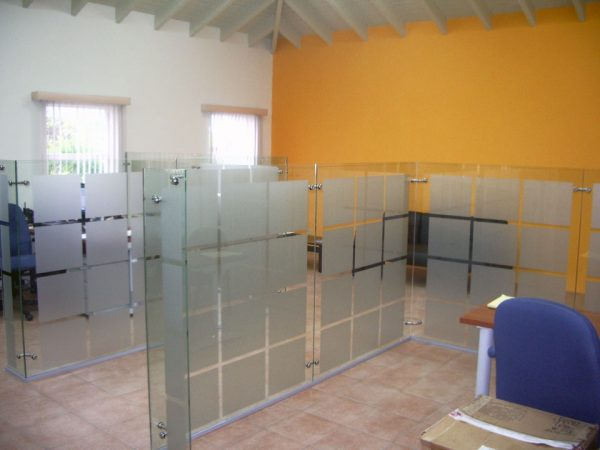 Bore Elite Free Standing Glass Wall Dividers Medium