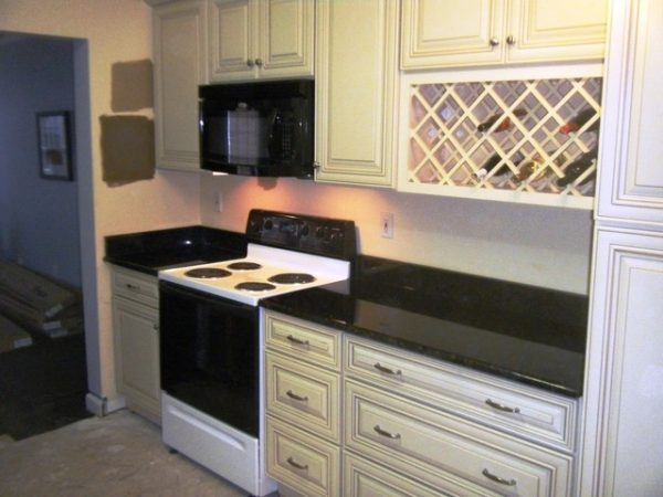 Bore Uba Tuba Granite Goes Great With White Cabinets Medium