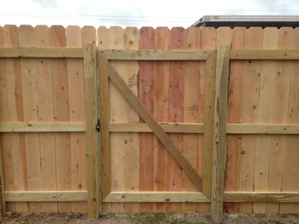 Creative Diy Wood Privacy Fence With Accent Lightinghammer   Moxie Medium