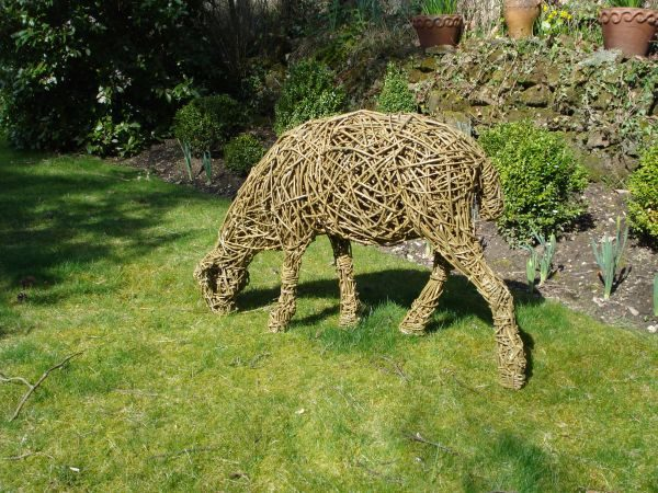 Example Of A Sculpture Willow Sheep 4 Grazing Browsing Feeding Medium