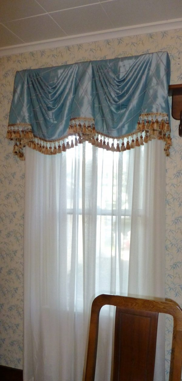 Fresh Swag Valance With Horns And Contrasting Decorative Tassel Medium