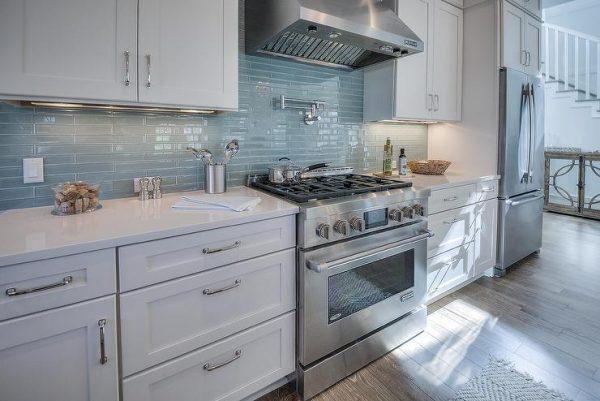 Inspiration White Beach House Kitchen With Linear Glass Backsplash Medium