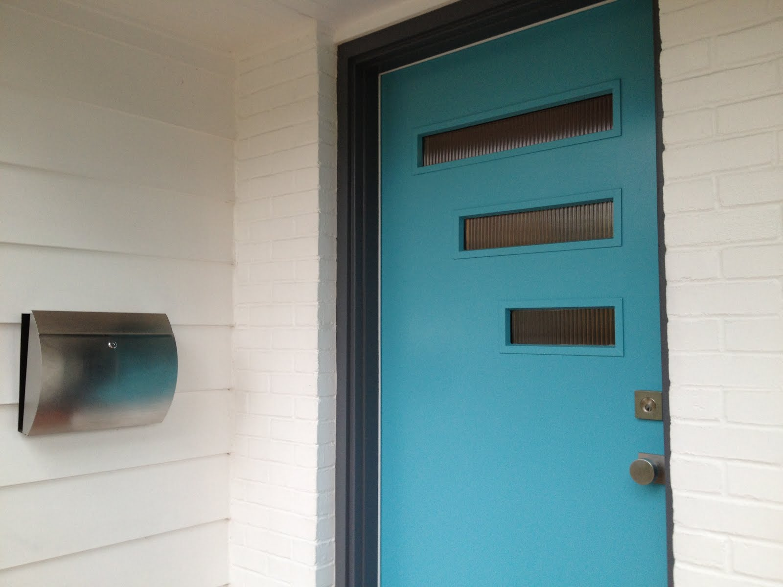 perfect mid century modern mailbox design and color options