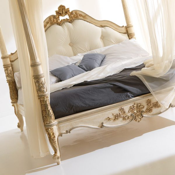 Popular High End Italian Designer Four Poster Bed Medium