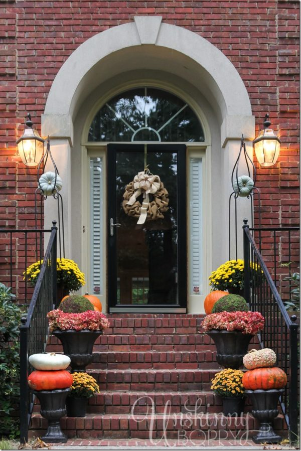 Popular Outdoor Fall Decorations With Farmhouse Style The Medium