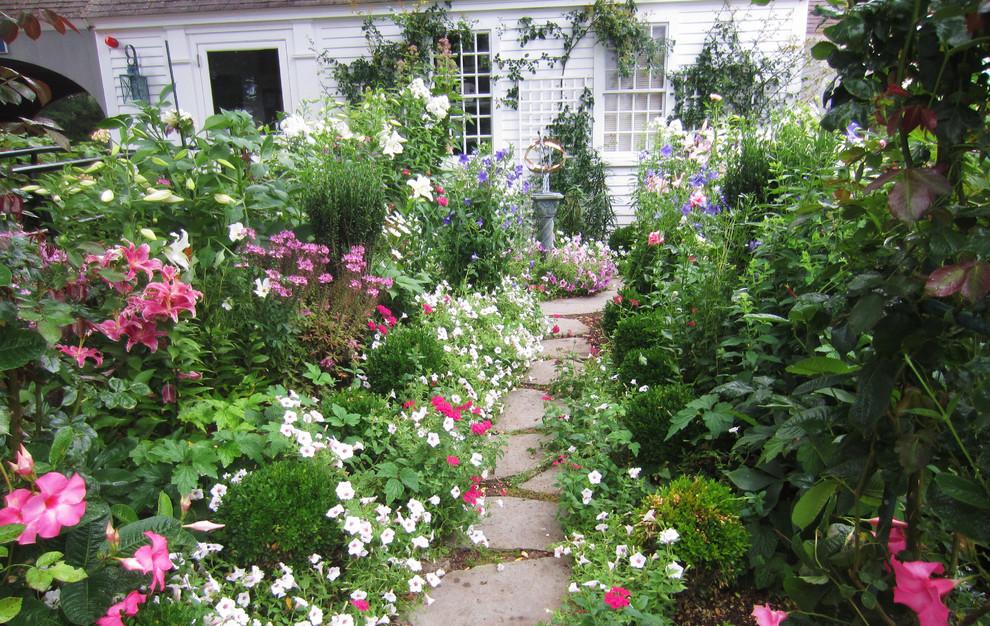 popular simple arrangements of cottage garden plantsmargarite