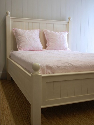Style New England Beadboard Bed Medium