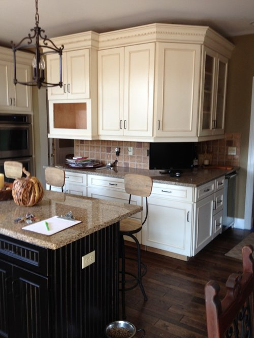 Style Schuler Cabinets In White Chocolate Main Heirloom Black Medium