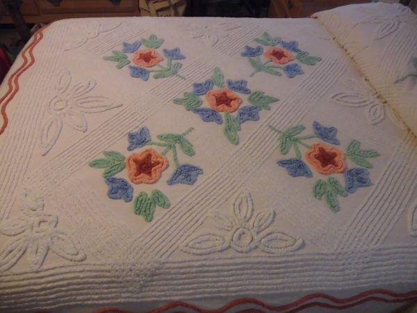 We Share Chenille Bedspread 99 X 92 Vintage Bedspreadcharming Antique Medium