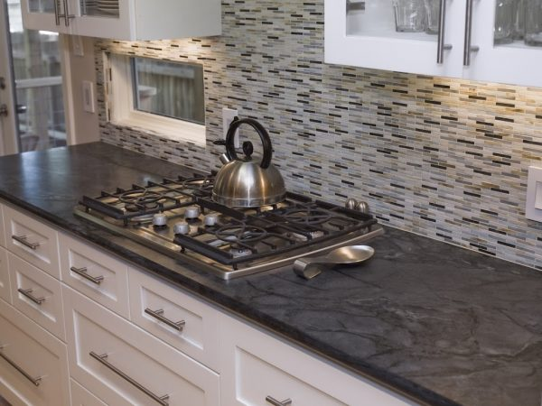 Popular Backsplash   Cabinet Colors To Pair With Soapstone Medium