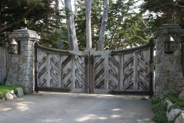 Clever Classic Barn Wooden Driveway Gates With Chevron Panels Medium