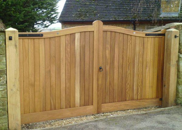 Popular Wooden Gatesdriveway Gateshenley H2a Bespoke Medium