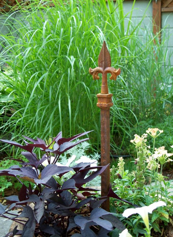 looking Steel Garden Stake Rusty Garden Decor Unique Hose Guide