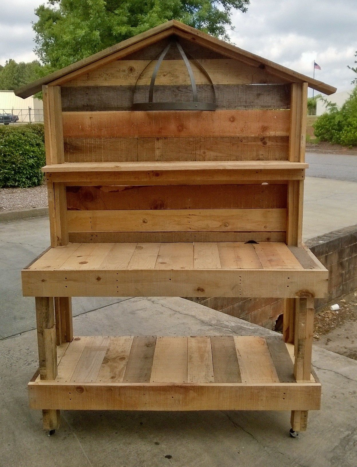 best an upcycled garden work bench that i made out of pallet