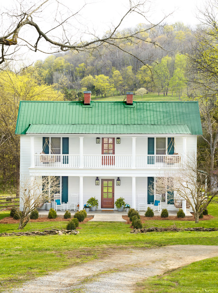 best characteristics of a modern farmhouse exterioranderson