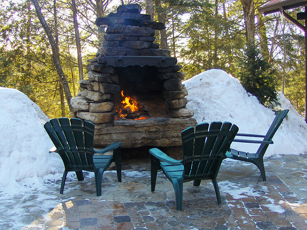 clever diy outdoor fireplace for back yard