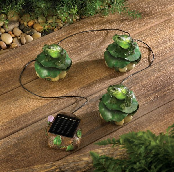 Clever Solar Frog Trio Garden Decor Item   13224ebay Medium