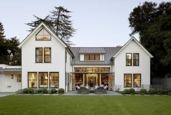 Explore Key Characteristics Of Modern Farmhouse Homes