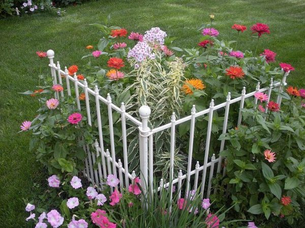Get 17 Best Images About Corner Gardens Ideas On Medium