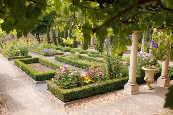 Looking Beautiful Roman Garden Design Ideas Medium