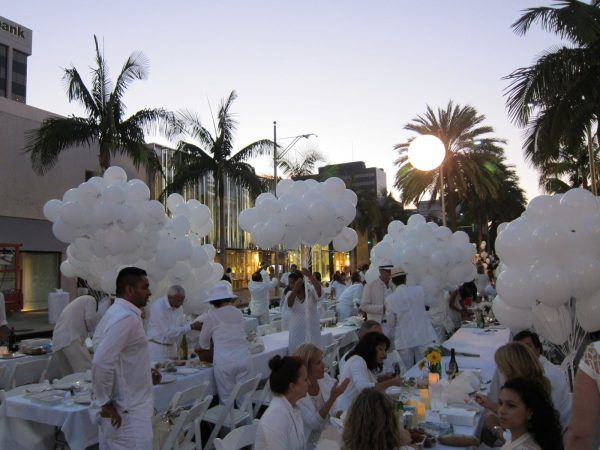 Looking Diner En Blanc All White Party Los Angeles Palm Trees Medium