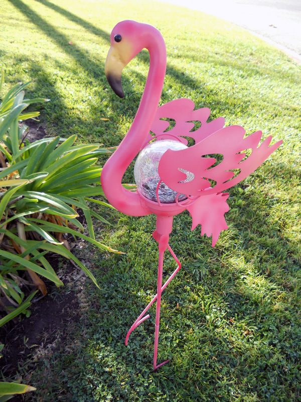 Looking Solar Powered Pink Flamingo Garden Stake Light Crackle Medium
