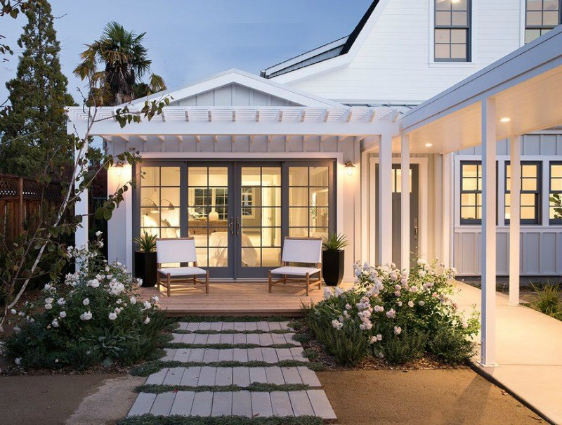 our favorite key characteristics of modern farmhouse homes