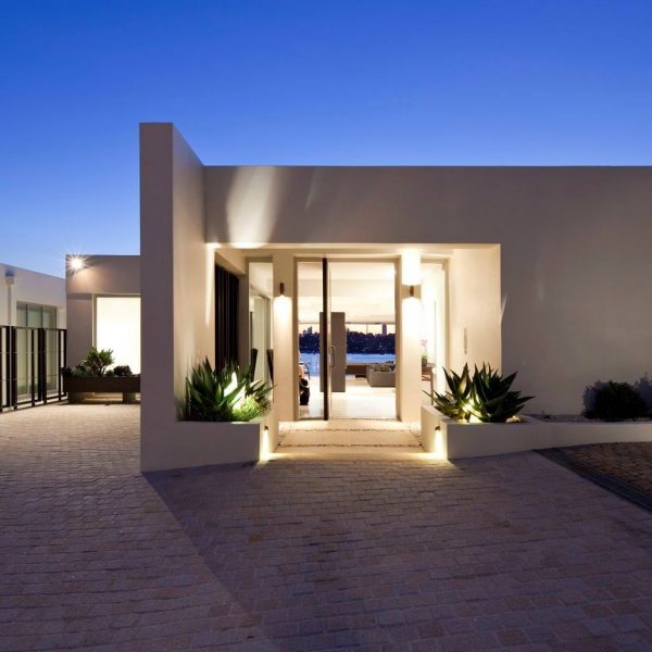 Popular 16 Enchanting Modern Entrance Designs That Boost The Medium