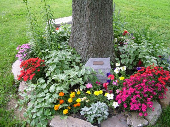 Simply By Creating A Memorial Garden Remembermegiftboutiquecom Medium