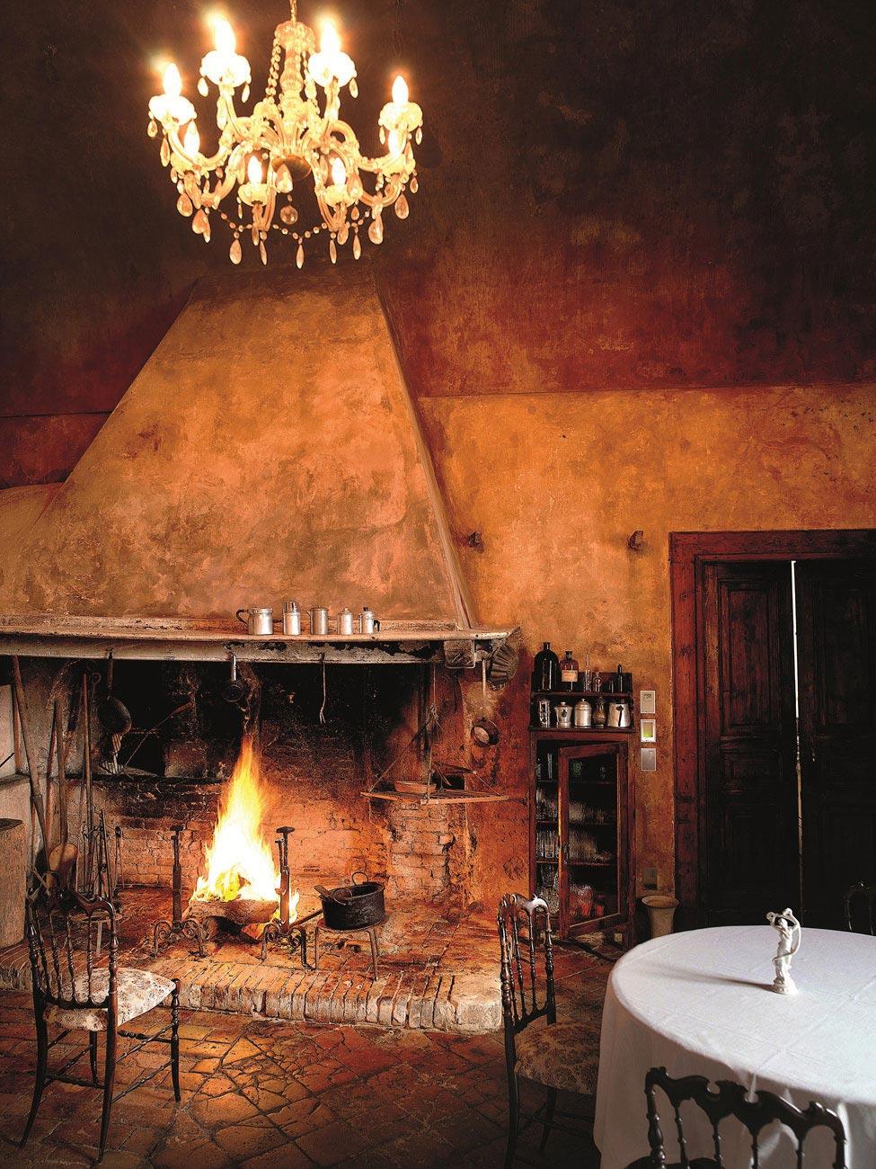 we share castello di semivicoli hotel in casacanditella italy