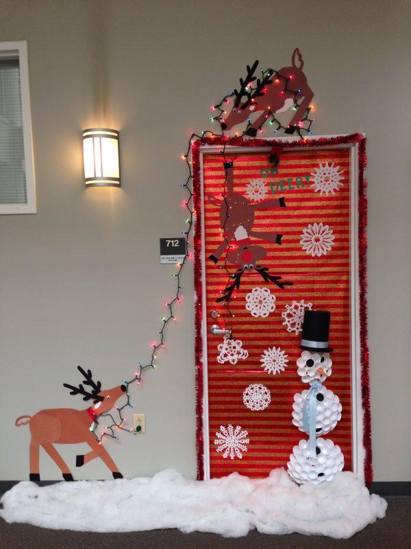 ChristmasDoorDecorations1 Medium