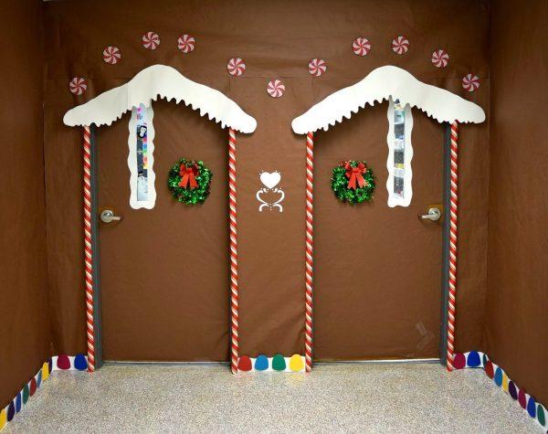 ChristmasDoorDecorations47 Medium