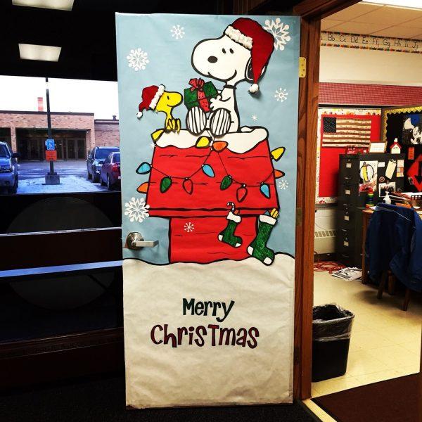 ChristmasDoorDecorations87 Medium