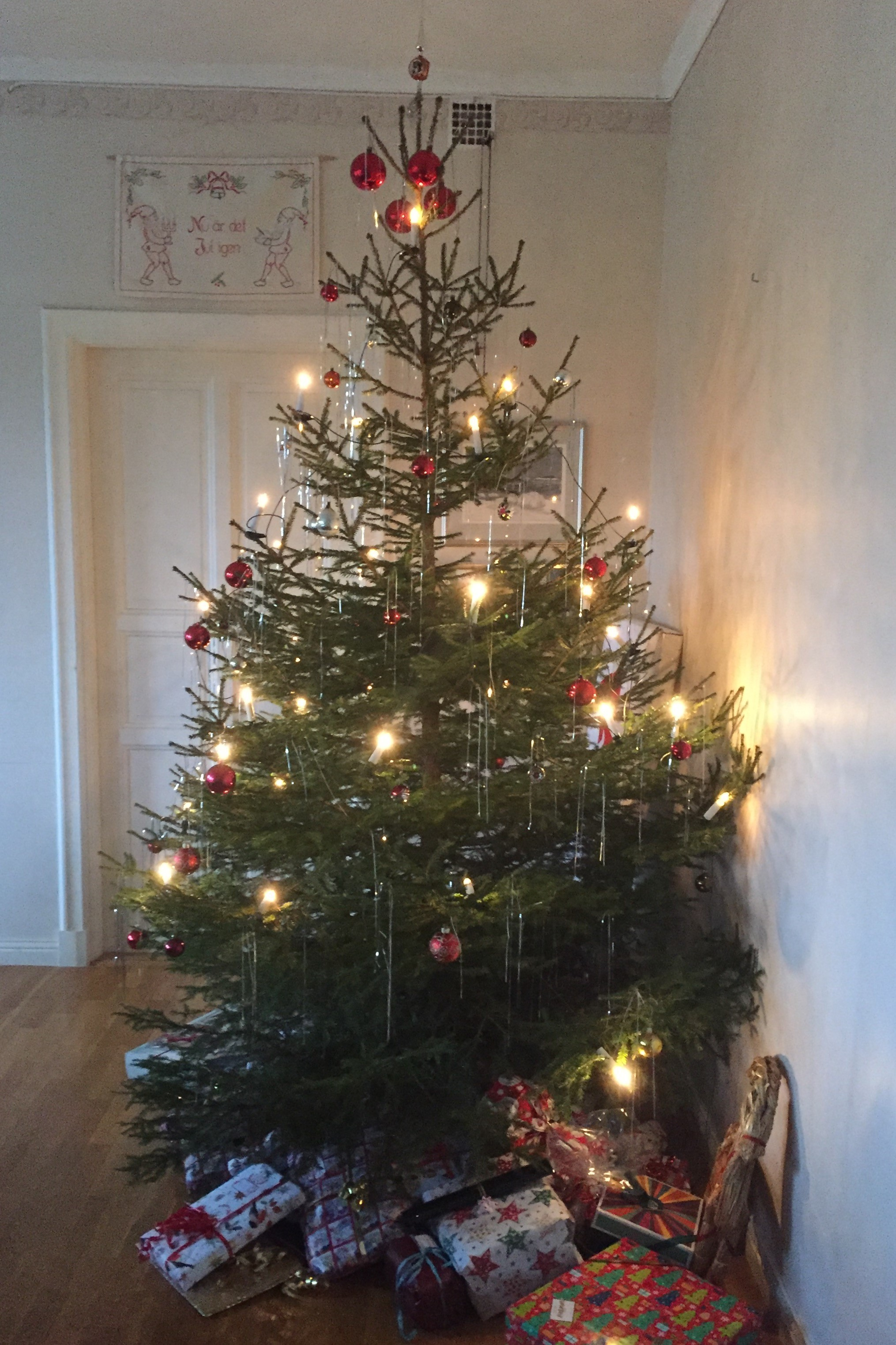 decorated christmas trees 13