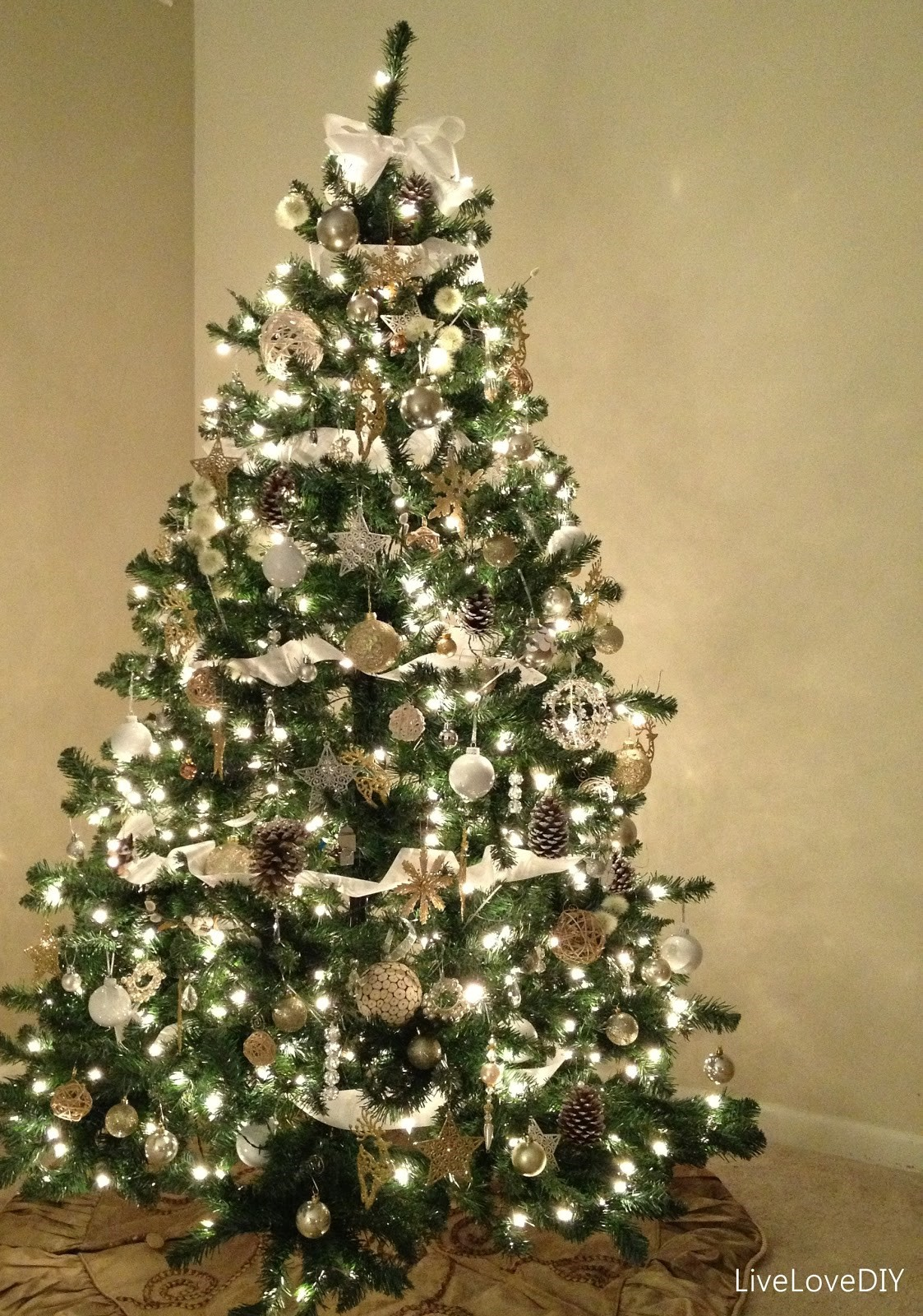 decorated christmas trees 161