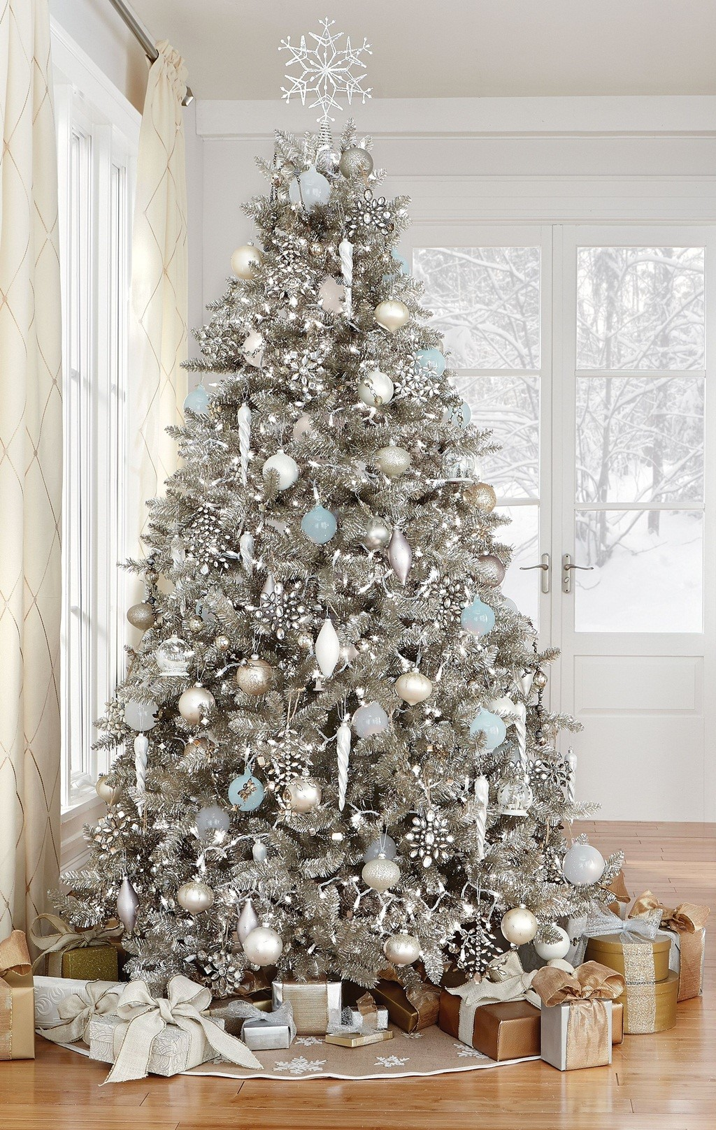 decorated christmas trees 35