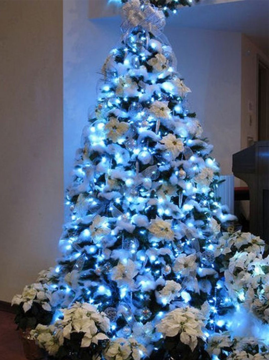 decorated christmas trees 77