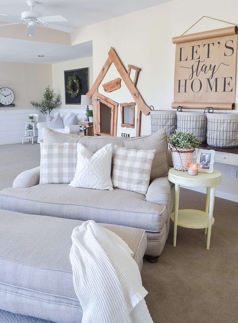 farmhouse style living room decor ideas 42