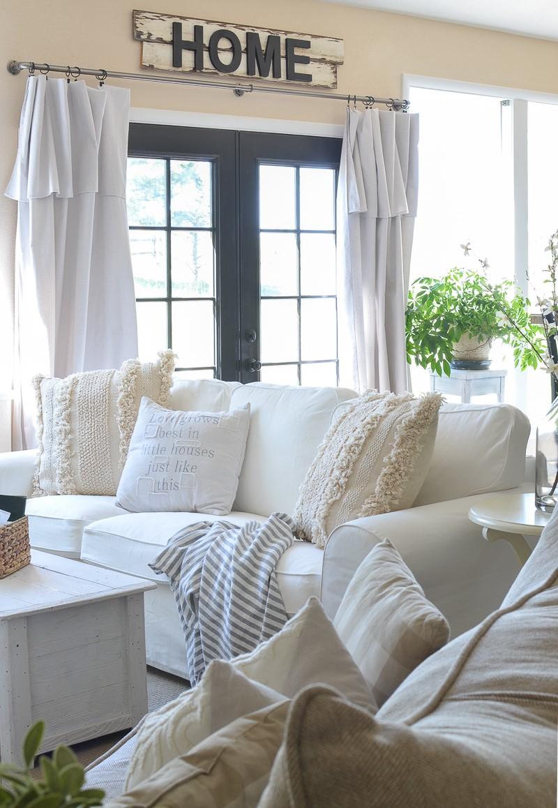 farmhouse style living room decor ideas 60