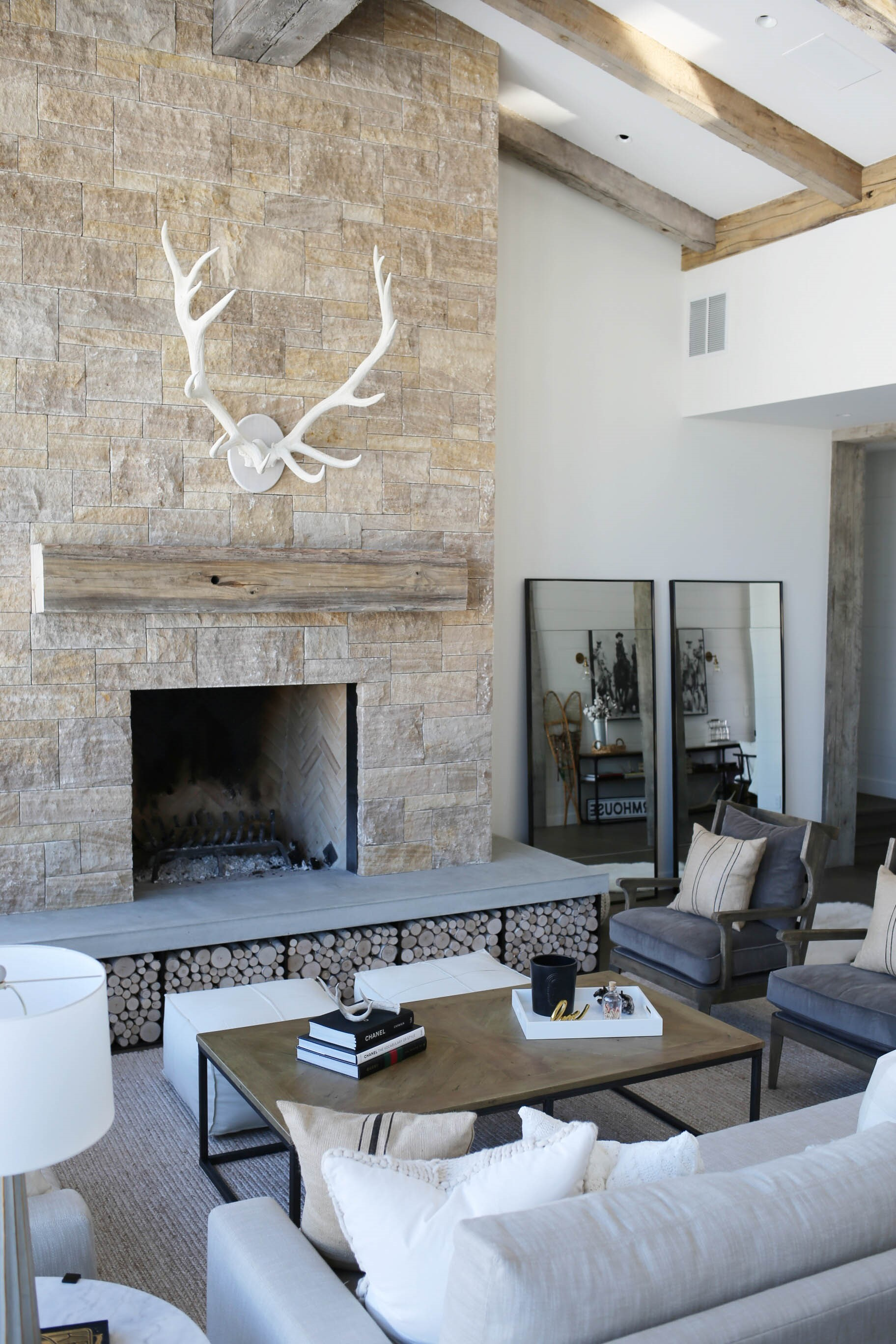 farmhouse style living room decor ideas 64