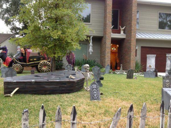 Innovative 20 Spooky Halloween Themed Landscape Ideas Medium