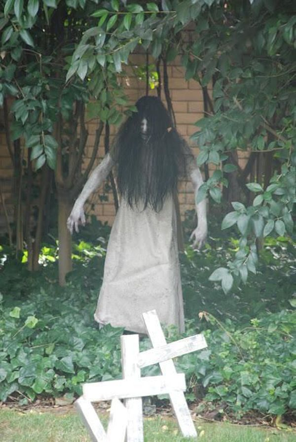 innovative best 25  scary outdoor halloween decorations ideas on