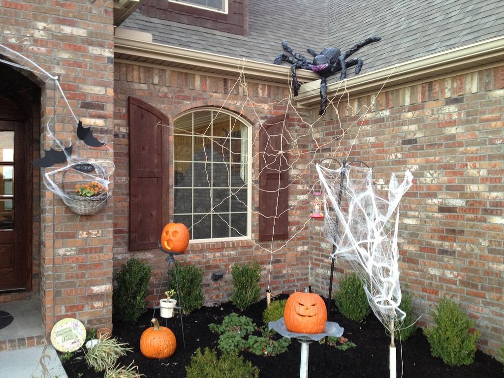 inspirational outdoor halloween decorations  weneedfun