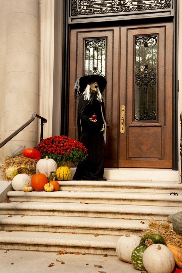 Top 125 Cool Outdoor Halloween Decorating Ideas Digsdigs Medium