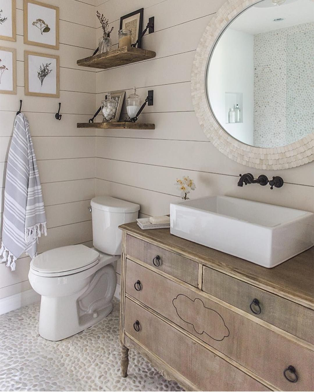 farmhouse bathroom design 26
