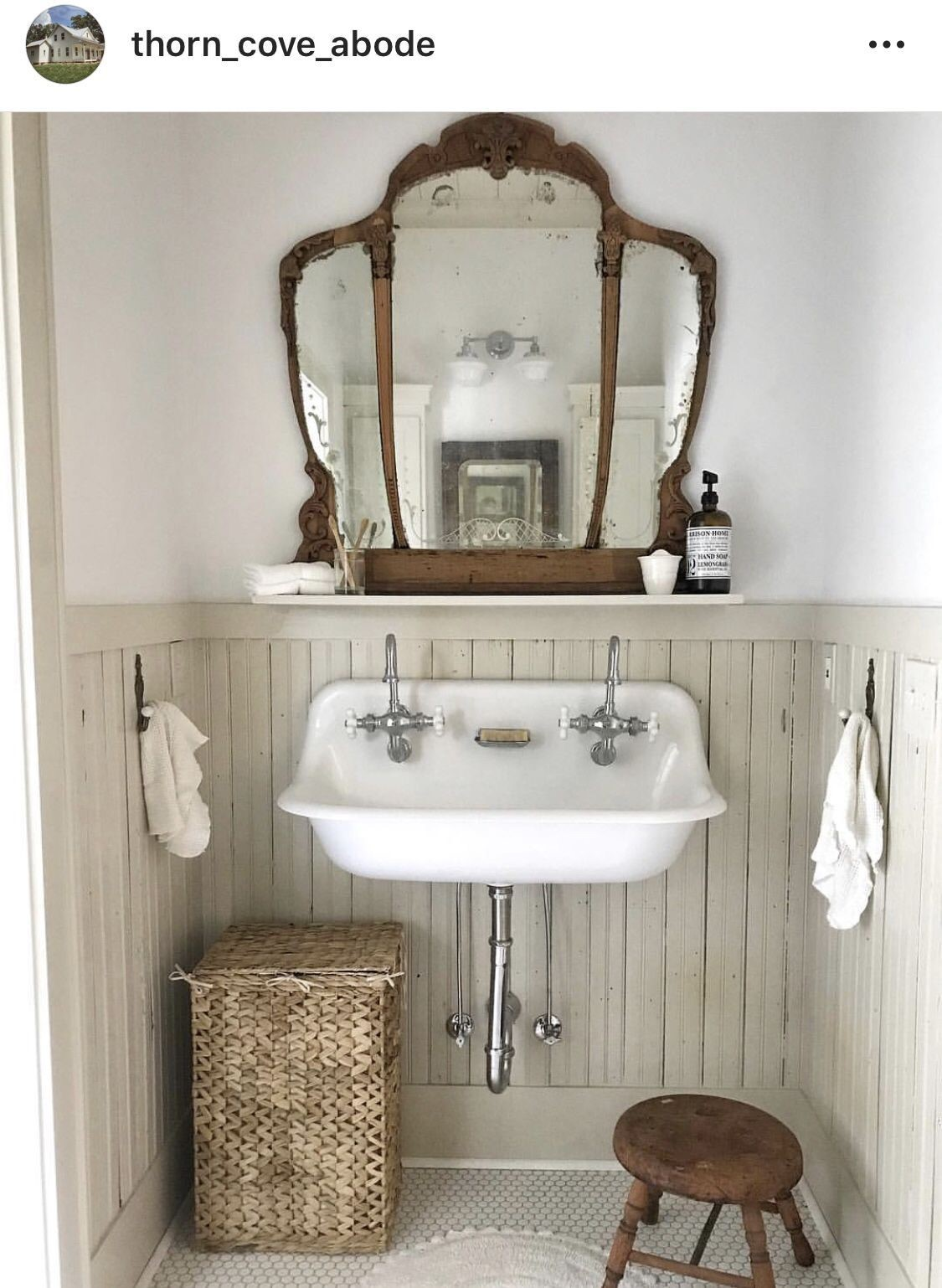 farmhouse bathroom design 40
